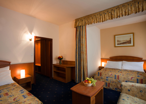 Main hotel kavalir triple room