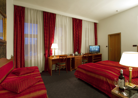 Main hotel ariston triple room 02
