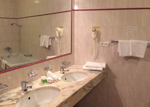Main  1  belvedere   bathroom   executive room 800px