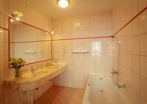 Main belvedere junior suite koupelna 036web