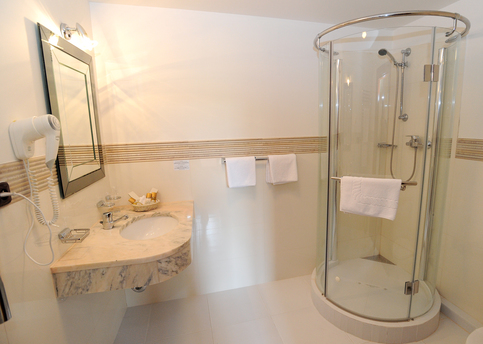 Main elysee  bathroom in triple room