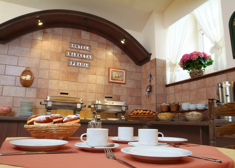 Main marketa breakfast restaurant3